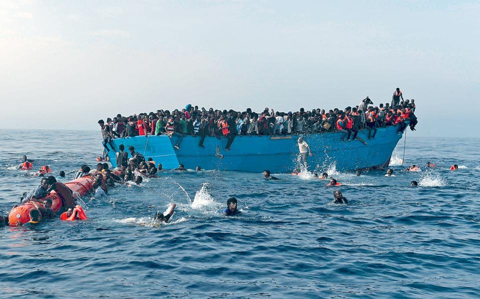 Ο Διεθνής Οργανισμός Μετανάστευσης επισημαίνει ότι ο τελευταίος τραγικός απολογισμός ανεβάζει στις 4.220 τους ανθρώπους που πνίγηκαν στη Μεσόγειο, ενώ ολόκληρο το 2015 είχαν χάσει τη ζωή τους 3.777 άτομα.