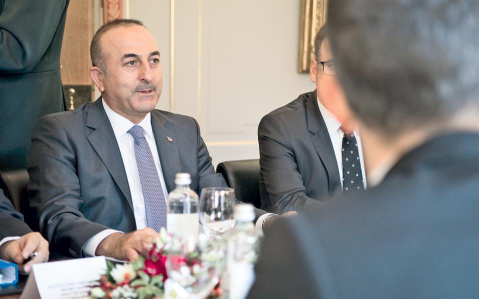 Ο υπουργός Εξωτερικών της Τουρκίας Μεβλούτ Τσαβούσογλου επανέλαβε το αίτημα της χώρας του για δημιουργία ζώνης απαγόρευσης πτήσεων πάνω από τη Συρία.