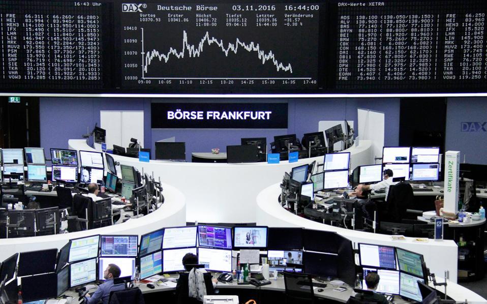 Ο Ftse 100 στο Λονδίνο έκλεισε με πτώση 0,8%. Επίσης, ο Dax έκλεισε με πτώση 0,4%, τη στιγμή που ο Dow Jones ήταν αμετάβλητος και ο S&P 500 υποχωρούσε κατά 0,26%.