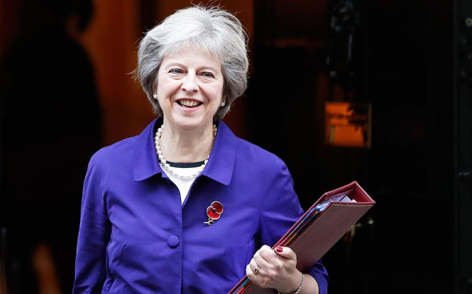 Η Τερέζα Μέι επιμένει στην παράκαμψη της Βουλής, ασκώντας έφεση, προκειμένου να μην εκτροχιαστεί το χρονοδιάγραμμα του Brexit.