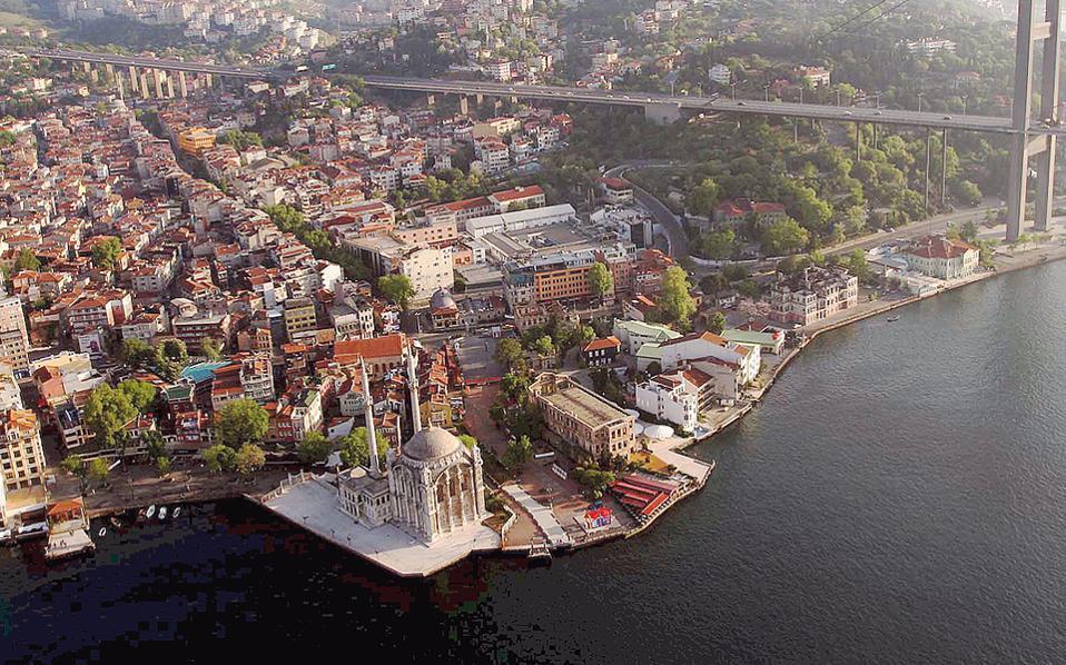 Η Κωνσταντινούπολη παραμένει ο δημοφιλέστερος προορισμός για τους ξένους αγοραστές, παρά τις ταραχές και τα κατά καιρούς τρομοκρατικά χτυπήματα.