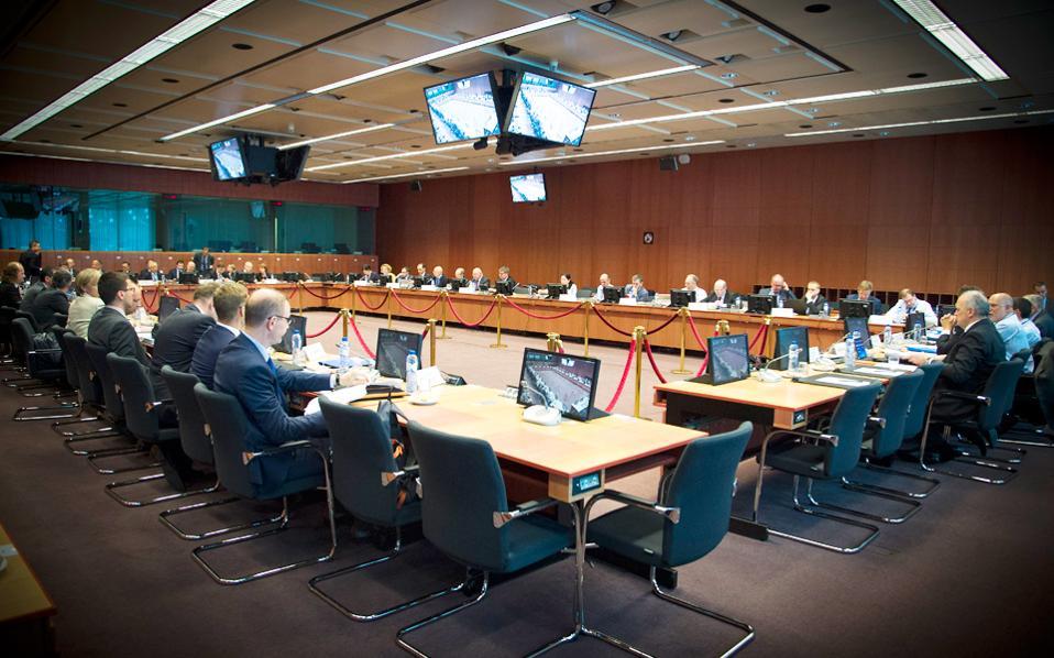 Το Εurogroup στις 5 Δεκεμβρίου είναι το τελευταίο του 2016 και για να πάρει το «πράσινο φως» η αξιολόγηση, θα πρέπει να υπάρχει συμφωνία με τους θεσμούς μέχρι το τέλος Νοεμβρίου το αργότερο.