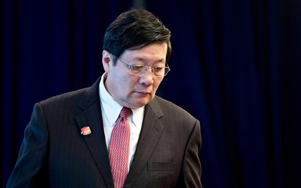 Ο Σιάο Ζίε, ο νέος υπουργός Οικονομικών της Κίνας, είχε διατελέσει αναπληρωτής υπουργός Οικονομικών και αρμόδιος για τη φορολογική πολιτική της Κίνας. Ο προκάτοχός του Λου Ζιουέι βρισκόταν σε αυτή τη θέση από τον Μάρτιο του 2013.