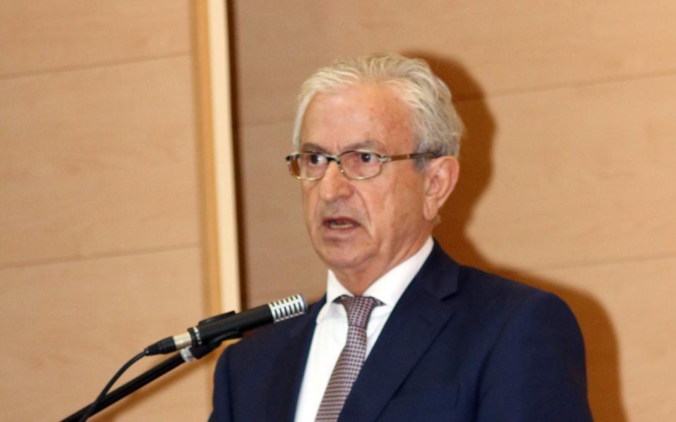 Ο πρόεδρος της ΕΕΕ Θ. Βενιάμης.