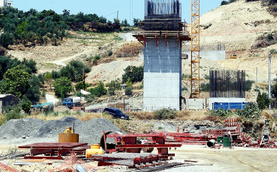 Η περιμετρική οδός της Καλαμάτας περιλαμβάνει, μεταξύ άλλων, και τη γέφυρα του ποταμού Νέδοντα, 360 μέτρων, που έχει ήδη παραδοθεί.