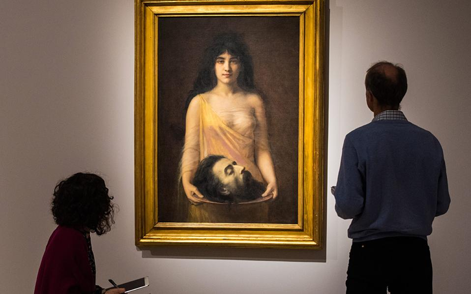 Η μάχη των φύλων. Έτσι ονομάζεται η έκθεση στο μουσείο  Staedel της Φρανκφούρτης που διερευνά τον ρόλο ανδρών και γυναικών όπως αποτυπώνεται σε πίνακες από τα μέσα του 19 αιώνα μέχρι το τέλος του Β' Παγκοσμίου Πολέμου. Ο πλήρης τίτλος της έκθεσης είναι «Η μάχη των φύλων. Από τον  Franz von Stuck στην  Frida Kahlo». Στην φωτογραφία ο πίνακας «Σαλώμη» του Jean Benner του 1899. EPA/ANDREAS ARNOLD