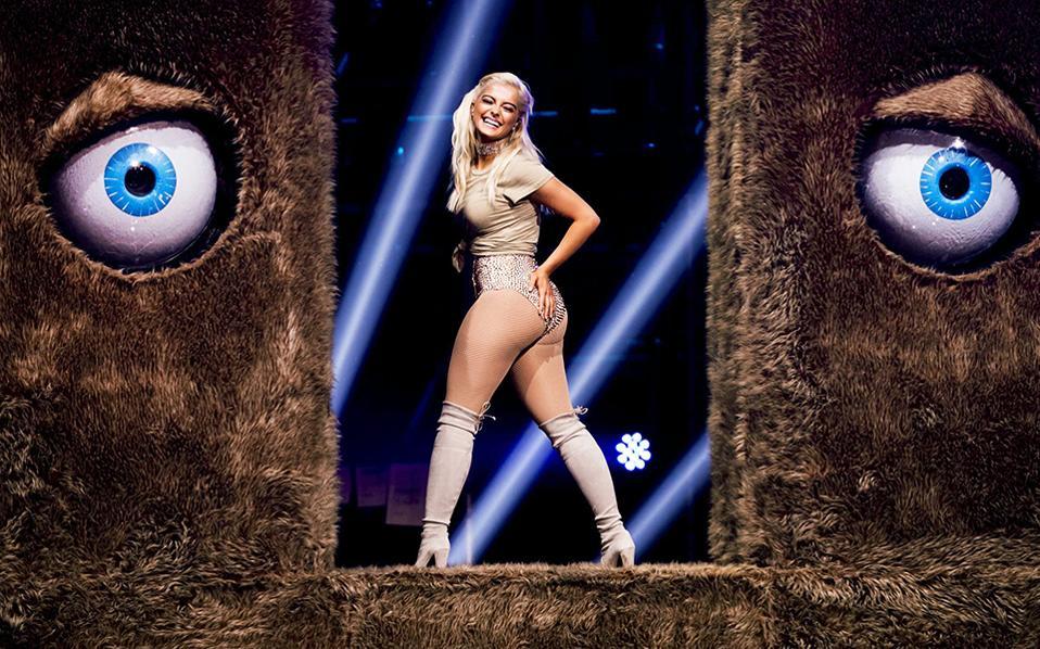 Απονομή. Για άλλη μια φορά τα μάτια των νέων και των επαγγελματιών της μουσικής  στράφηκαν  στο Ahoy Rotterdam, όπου έγινε η απονομή των βραβείων MTV Europe Music Awards (EMAs). Στην φωτογραφία η Αμερικανίδα οικοδέσποινα  και τραγουδίστρια Bebe Rexha.  EPA/REMKO DE WAAL