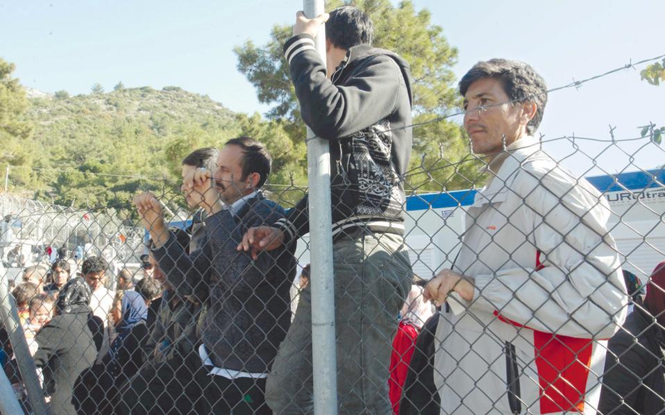 Προχθές στο hotspot της Σάμου, όπου βρίσκονται 2.500 άτομα, υπήρξε συμπλοκή μεταξύ μεταναστών και ντόπιων νεαρών με αποτέλεσμα δύο άτομα να καταλήξουν στο νοσοκομείο.