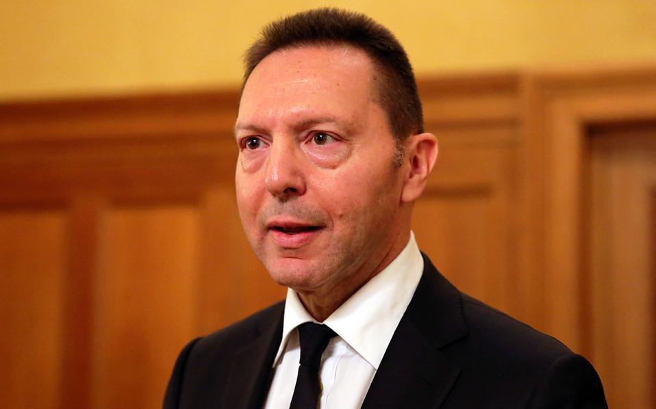 «Η κυβέρνηση θα μπορούσε να επιχειρήσει μια δοκιμαστική έκδοση ομολόγων την επόμενη χρονιά. Ολα τα στοιχεία βελτίωσης της οικονομίας συμβάλλουν στην έξοδο της χώρας στις αγορές στο άμεσο μέλλον», εκτίμησε ο διοικητής της ΤτΕ κ. Γ Στουρνάρας.