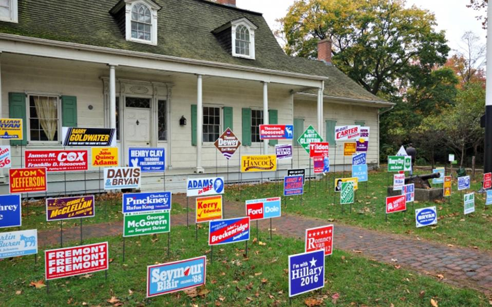Φόρο τιμής στους «χαμένους» των αμερικανικών εκλογών αποτίει η εγκατάσταση της Nina Katchadourian.