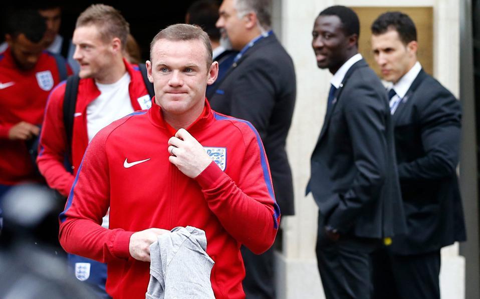 H βρετανική σκανδαλοθηρική εφημερίδα υποστηρίζει πως ο Αγγλος διεθνής ήταν μεθυσμένος στο ξενοδοχείο μετά το ματς με τη Σκωτία.