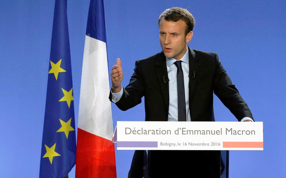 Την υποψηφιότητά του για τις προεδρικές εκλογές της ερχόμενης άνοιξης ανακοίνωσε χθες ο πρώην υπουργός Οικονομίας της Γαλλίας Εμανουέλ Μακρόν. Πρώην τραπεζίτης, ο 38χρονος Μακρόν κατεβαίνει ως ανεξάρτητος, φιλοδοξώντας να αλιεύσει ψήφους τόσο από τους Σοσιαλιστές, όσο και από την Κεντροδεξιά. Την αβεβαιότητα για τις γαλλικές εκλογές επιτείνει το «φαινόμενο Τραμπ», από το οποίο ελπίζουν να ωφεληθούν ο εκ των υποψηφίων της Κεντροδεξιάς Νικολά Σαρκοζί και η επικεφαλής του ακροδεξιού Εθνικού Μετώπου Μαρίν Λεπέν.