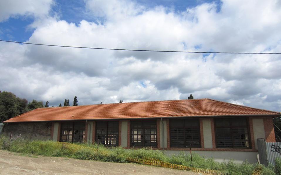 Το Ισλαχανέ, ένα βιομηχανικού τύπου κτίριο, δεν περνάει πλέον απαρατήρητο.