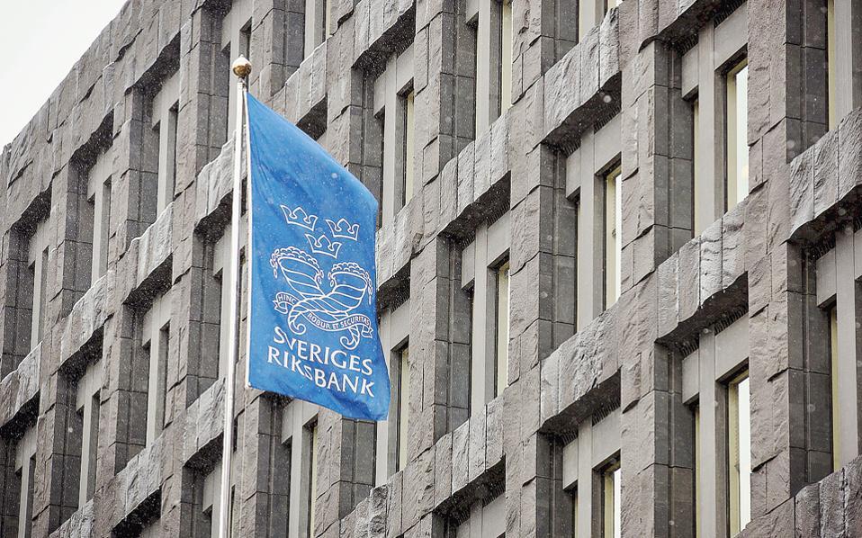 Η Τράπεζα της Σουηδίας (Riksbank) ευελπιστεί να έχει διαμορφώσει πλήρη εικόνα και να έχει αποφασίσει σε δύο χρόνια εάν θα υλοποιήσει την καινοτομία της, την οποία ονομάζει ekrona (ηλεκτρονική κορώνα).