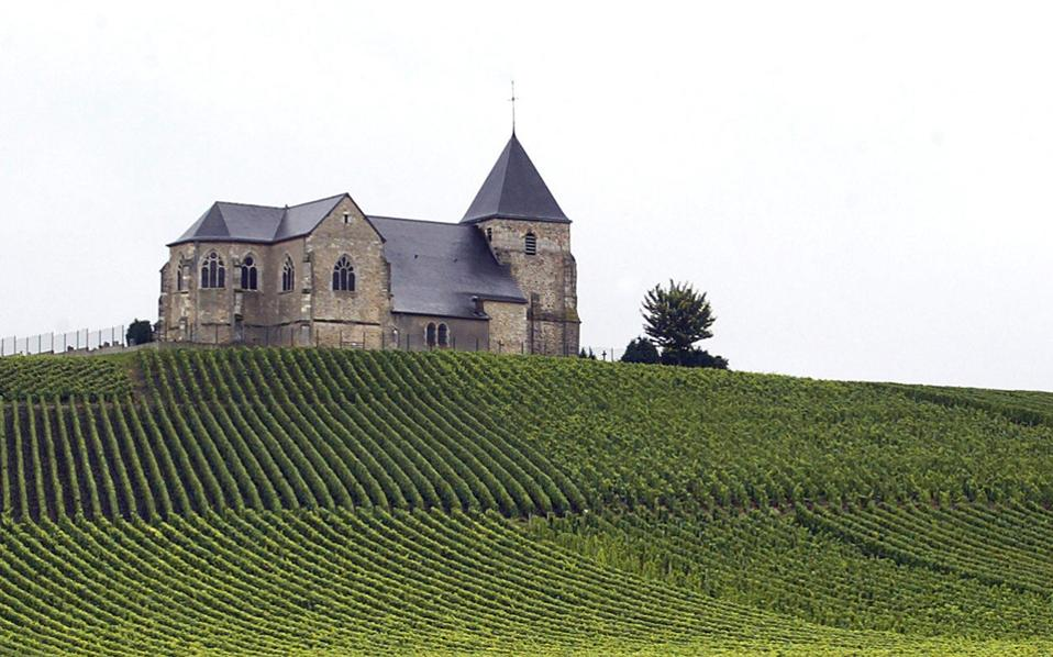 Tα αμπέλια στο Épernay, τα κελάρια και οι περίφημοι οίκοι σαμπάνιας αποτελούν μνημεία πολιτιστικής κληρονομιάς της UNESCO.