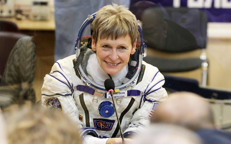 Η Πέγκι Ουίτσον, που θα γίνει η γηραιότερη γυναίκα στο Διάστημα μετά τα γενέθλιά της στον Διεθνή Διαστημικό Σταθμό.