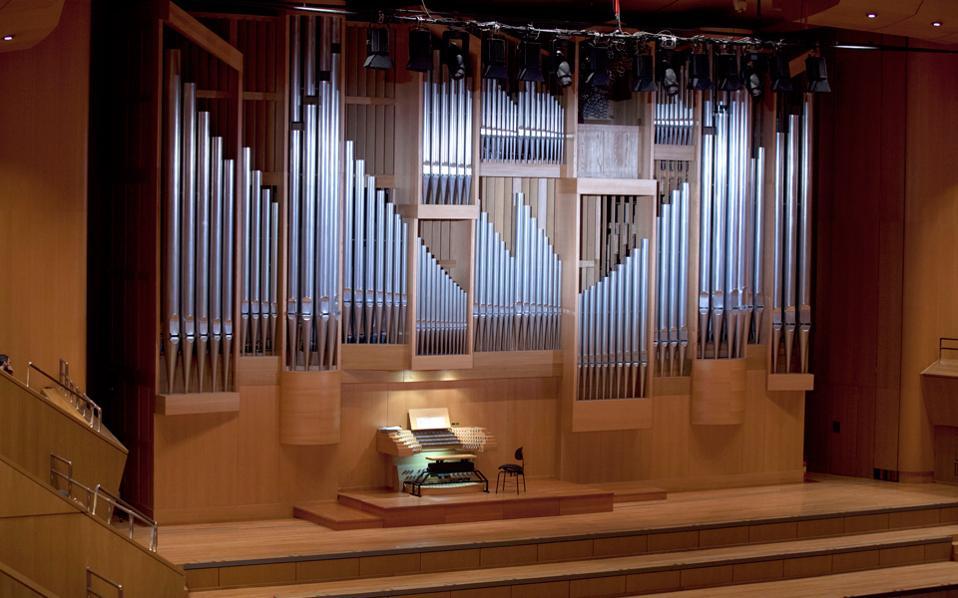 Μεγαλειώδης μουσική πρεμιέρα στο Μέγαρο, Αίθουσα Χρήστος Λαμπράκης, με τον μεγαλόπρεπο ήχο του εκκλησιαστικού οργάνου με Μπαχ, Πουλένκ και Σεν-Σανς στη συναυλία της ΚΟΑ.
