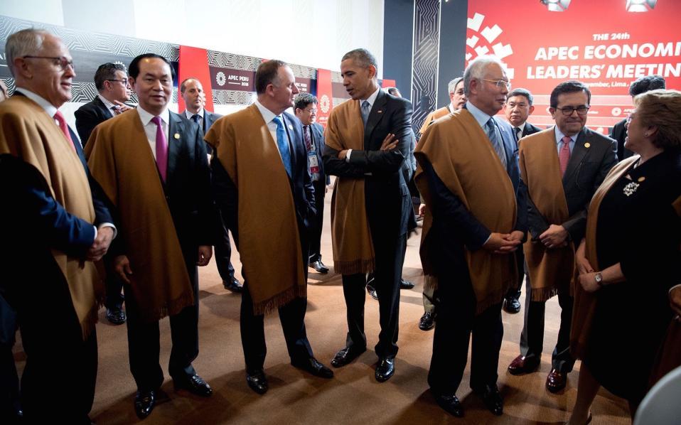 Λίγο πριν την επίσημη φωτογραφία αρχηγών στη σύνοδο κορυφής του APEC.