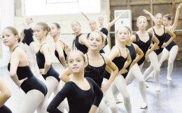 Οι πρόβες για τη φετινή, τέταρτη παραγωγή του Athens Children's Ballet, που θα παρουσιαστεί το Σαββατοκύριακο στο Παλλάς, συνεχίζονται με πυρετώδεις ρυθμούς.