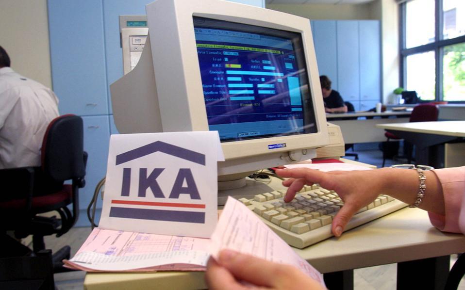Αιχμή των υποχρεώσεων που απορρέουν από τον νόμο Κατρούγκαλου είναι η λειτουργία του Ενιαίου Φορέα Κοινωνικής Ασφάλισης (ΕΦΚΑ) και η εφαρμογή ενιαίων κανόνων για παροχές και εισφορές σε παλαιούς και νέους ασφαλισμένους.