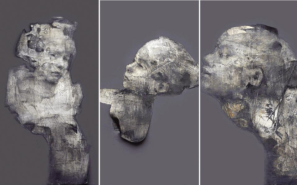 Τα έργα του Ηλία Καρρά είναι μορφές που πλέουν σε άχρονη δίνη, σαν πετρώματα σε φαιόχρωμο τοπίο.