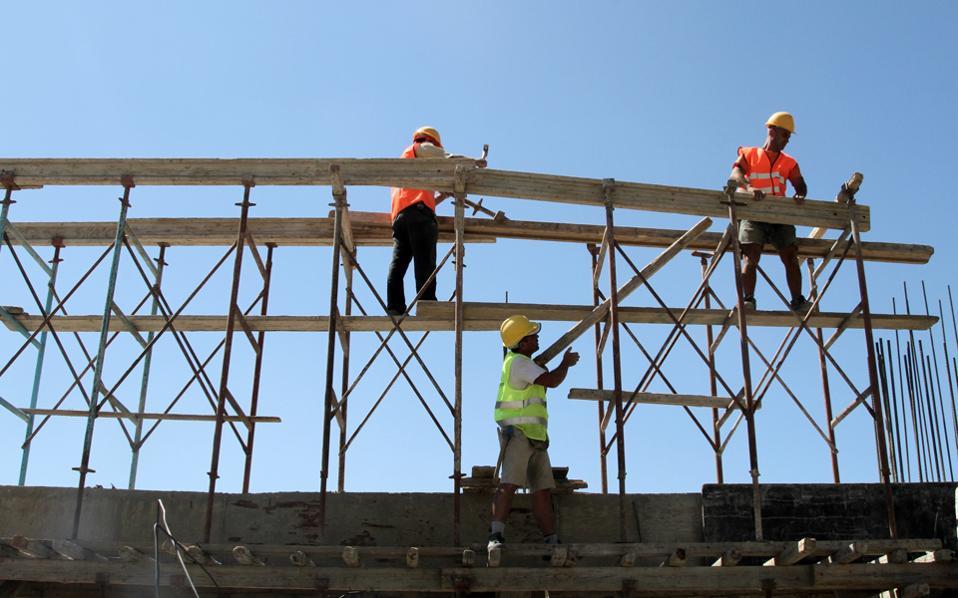 Κατά το φετινό πρώτο εξάμηνο, ολοκληρώθηκαν μόλις 4.055 νέες κατοικίες, έναντι 4.719 που είχαν ολοκληρωθεί κατά το αντίστοιχο περυσινό διάστημα.