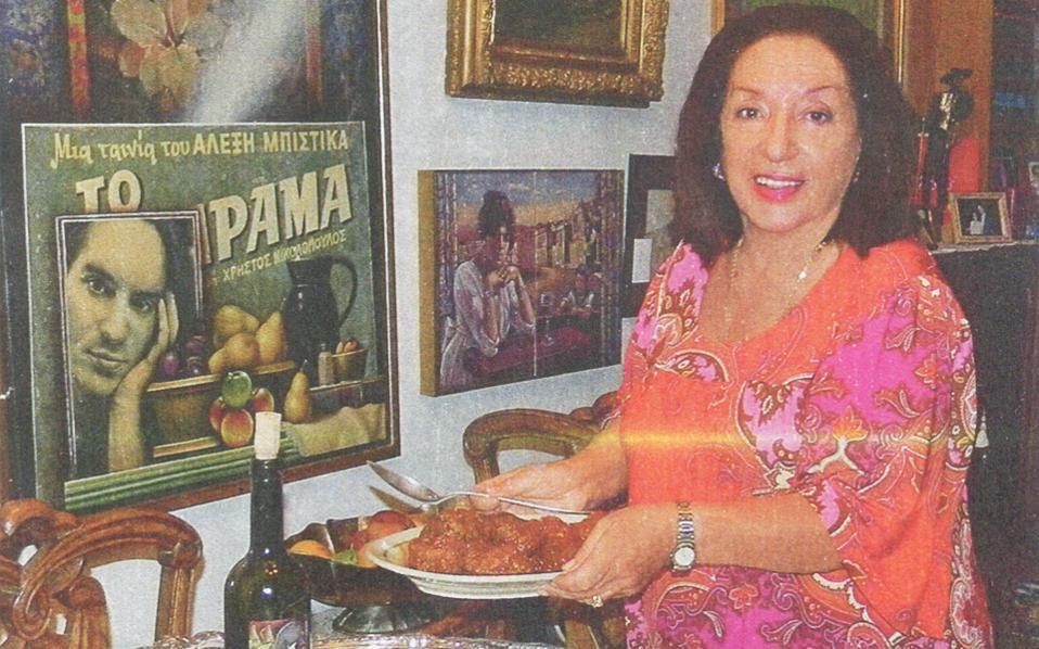 Tα σουτζουκάκια, οικογενειακή συνταγή, δεν λείπουν από το εορταστικό τραπέζι (φωτο αφιέρωμα «Γαστρονόμου» 2012).
