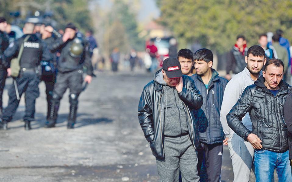 Πρόσφυγες και μετανάστες στο Χαρμανλί, 60 χιλιόμετρα από τα τουρκοβουλγαρικά σύνορα.