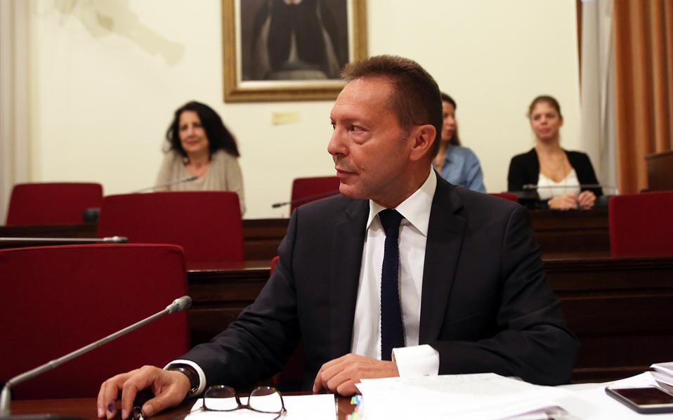 «Βρισκόμαστε πολύ κοντά στο να καταστεί το χρέος βιώσιμο, επομένως τα μέτρα που απαιτούνται δεν είναι τόσο σκληρά», τονίζει ο διοικητής της Τράπεζας της Ελλάδος Γ. Στουρνάρας.