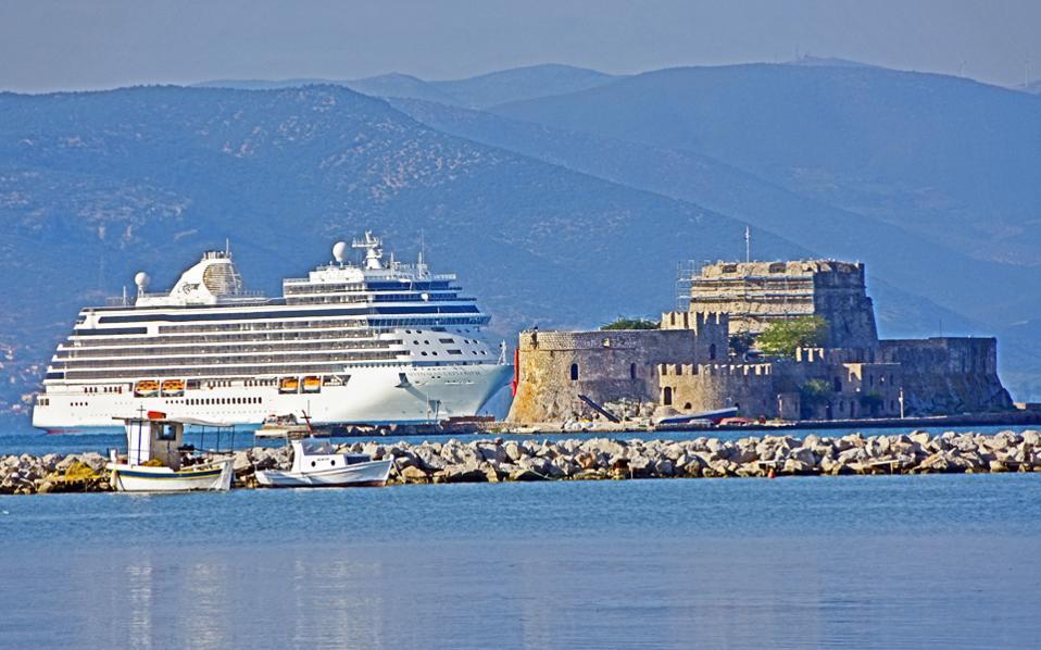 Για τη νέα σεζόν οι διεθνείς εταιρείες κρουαζιέρας έθεσαν εκτός δρομολογίων την Τουρκία, ακυρώνοντας ενδιάμεσους σταθμούς στην Ελλάδα.