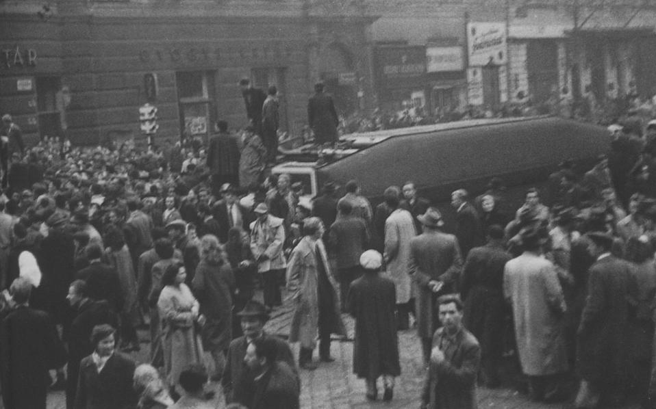 Αρχικά, η εξέγερση δεν είχε ηγέτη. Σύντομα όμως ξεχώρισε ο σοσιαλιστής Ιμρε Νατζ. Μετά τη βίαιη καταστολή της εξέγερσης, ο Νατζ εκτελέστηκε το 1958 δι' απαγχονισμού.