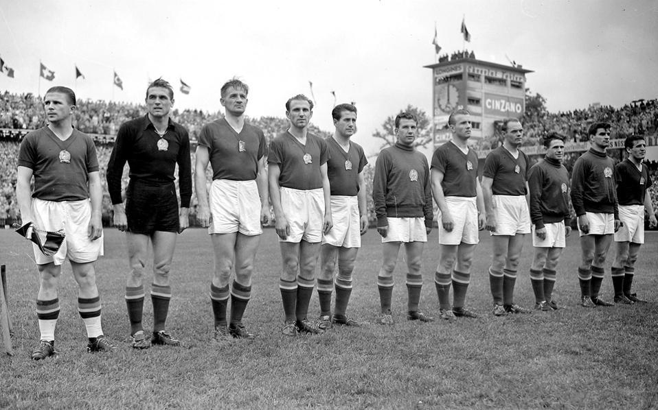 Η θρυλική Εθνική Ομάδα Ποδοσφαίρου της Ουγγαρίας το 1954
