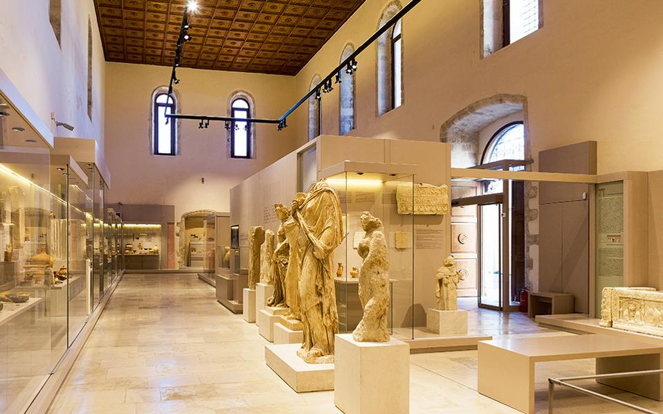 Οι θησαυροί του Αρχαιολογικού Μουσείου εκτίθενται στον ναό του Αγίου Φραγκίσκου. (Φωτογραφία: ΕΦΗ ΠΑΡΟΥΤΣΑ)
