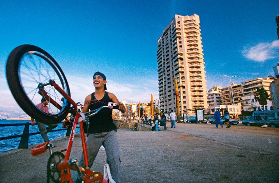 Στην Εσπλανάδα μπορεί κανείς να απολαύσει την πόλη περπατώντας ή τρέχοντας. (Φωτογραφία: Visualhellas.gr)