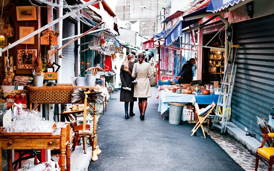 Kυριακάτικος περίπατος  στην αγορά της Κλινιανκούρ. (Φωτογραφία: Visualhellas.gr)