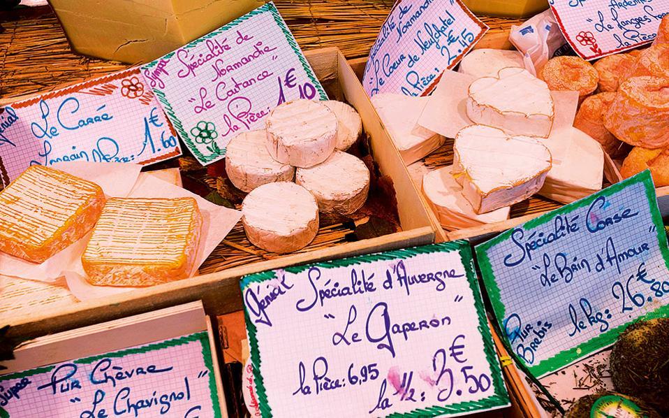 Τυριά από την αγορά Richard Lenoir. (Φωτογραφία: Visualhellas.gr)