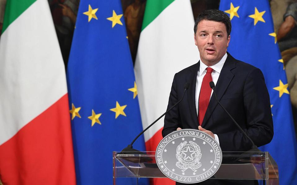 Ο Ματέο Ρέντσι, εφόσον χάσει με μικρή διαφορά το δημοψήφισμα, είναι πιθανό να παραιτηθεί από πρωθυπουργός αλλά να παραμείνει αρχηγός του μεγαλύτερου κόμματος του κοινοβουλίου.