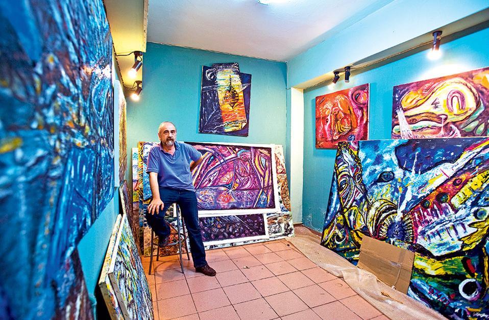 Ο σουρεαλισμός του ζωγράφου Φώτη Γαλανόπουλου διεισδύει στις γκαλερί του κόσμου. (Φωτογραφία: ΚΛΑΙΡΗ ΜΟΥΣΤΑΦΕΛΛΟΥ)