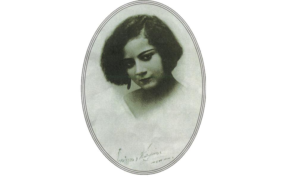Πορτρέτο της προσφυγοπούλας Eλισάβετ Kατραμοπούλου, 16 ετών, νιόπα-ντρης στην Aθήνα (από το Aφιέρωμα του «Γαστρονόμου» Oκτώβριος 2012, με τίτλο «Συνταγή τριών γενεών»).