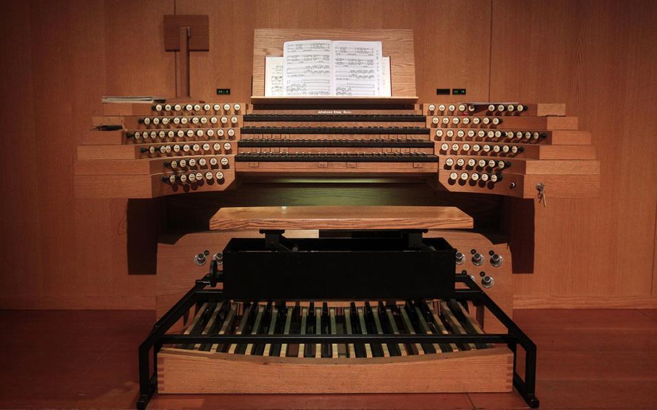 Σολίστ εκκλησιαστικό όργανο: Τιερί Eσκές (Thierry Escaish) (φωτογραφία Χάρη Ακριβιάδη).