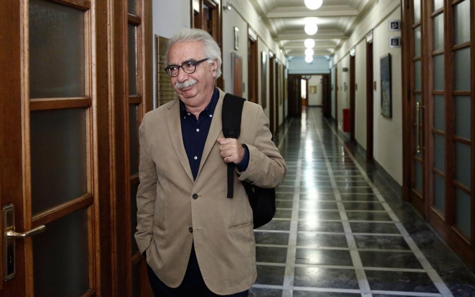 Την ανατροπή της ρύθμισης Φίλη για το καθεστώς απολύσεων στα ιδιωτικά σχολεία ζητούν οι εκπρόσωποι των δανειστών όπως ανέφεραν πηγές της ελληνικής πλευράς μετά την ολοκλήρωση της συνάντησης με το νέο υπουργό Παιδείας.