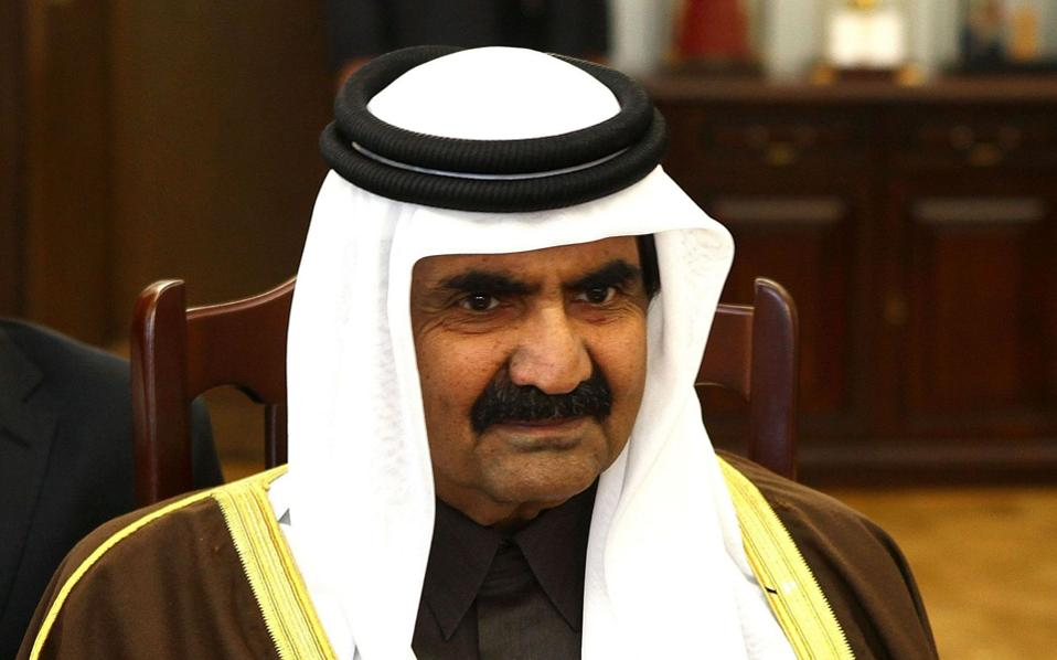 Το Δημόσιο εμφανίσθηκε δυόμισι χρόνια μετά τη μεταβίβαση 15.000 στρεμμάτων στη βορειοδυτική πλευρά του νησιού και αμφισβήτησε την παλαιότερη βεβαίωσή του ότι δεν έχει δικαιώματα στο κομμάτι που πουλήθηκε στην εταιρεία Pimana, συμφερόντων του πρώην εμίρη του Κατάρ, Χαμάντ μπιν Χαλιφά αλ Θάνι (φωτ.).