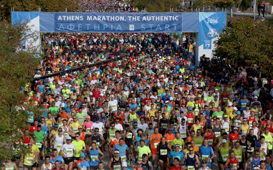 Χιλιάδες δρομείς έτρεξαν στις 13 Νοεμβρίου στη δύσκολη διαδρομή του Αυθεντικού Μαραθωνίου της Αθήνας. Ανάμεσά τους όμως υπήρξαν και ορισμένοι (λίγες δεκάδες) που δεν έφτασαν στον τερματισμό με θεμιτό τρόπο.