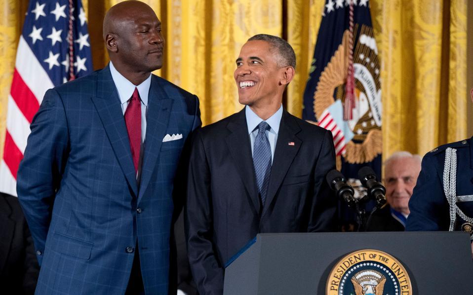 Ως φανατικός του μπάσκετ ο Ομπάμα σίγουρα ζήτησε χρήσιμες συμβουλές για τα τρίποντα από τον Μάικλ Τζόρνταν.