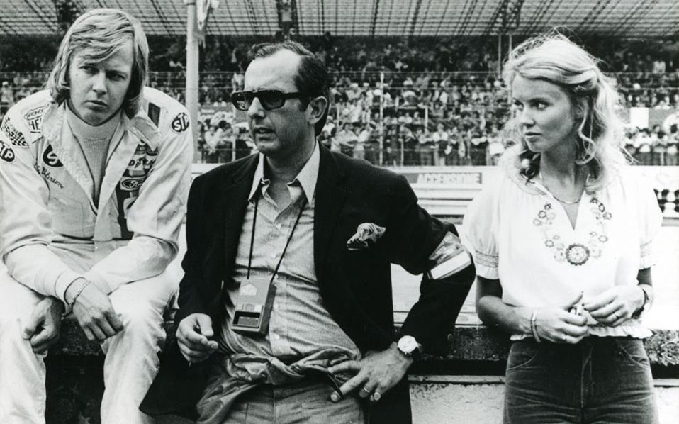 Ο θρυλικός πιλότος της F1 Ronnie Peterson με τον Jack Heuer το 1972