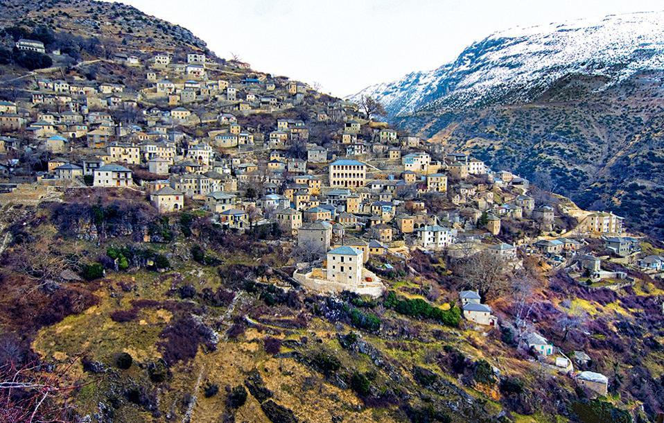 To πετρόχτιστο Συρράκο, στα σύνορα των νομών Ιωαννίνων, Αρτας και Τρικάλων, στα 1.150 μ. υψόμετρο. (Φωτογραφία: ΚΛΑΙΡΗ ΜΟΥΣΤΑΦΕΛΛΟΥ)