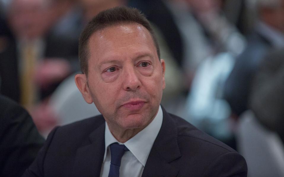 Αναφερόμενος στα προβλήματα που παρουσιάστηκαν στη στελέχωση των Δ.Σ. των τραπεζών, ο κ. Στουρνάρας σημείωσε ότι απορρέουν από τη μετάβαση από το παλαιό στο νέο, πολύ πιο απαιτητικό, θεσμικό καθεστώς και δεν πρέπει να προκαλούν ανησυχία.