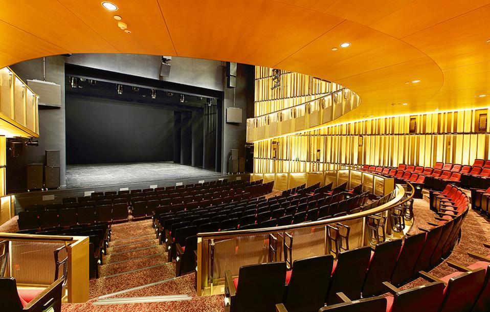 To Victoria theatre and concert hall διοργανώνει συναυλίες με καλλιτέχνες από όλο τον κόσμο. (Φωτογραφία: Courtesy of Victoria Theatre & Victoria Concert Hall)