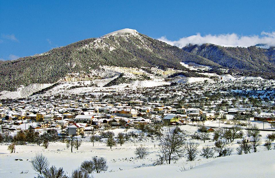 Το χιονοσκέπαστο χωριό του Βώλακα. (Φωτογραφία: ΘΥΜΙΟΣ ΚΑΚΟΣ)