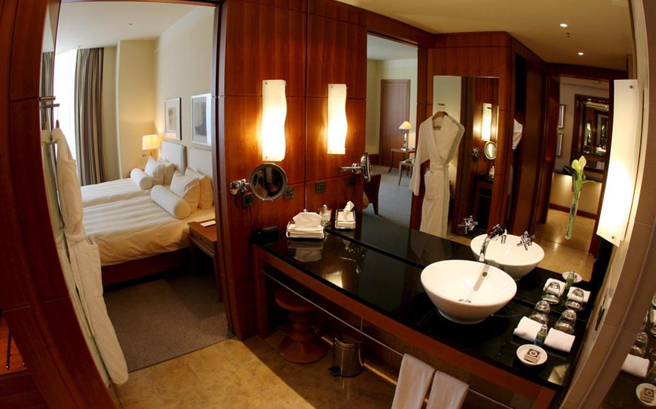 Σύμφωνα με στοιχεία της Gbr Consulting, η μέση τιμή των δωματίων στα αθηναϊκά ξενοδοχεία αυξήθηκε κατά 4,5% στο 9μηνο, φθάνοντας στα 96,4 ευρώ.